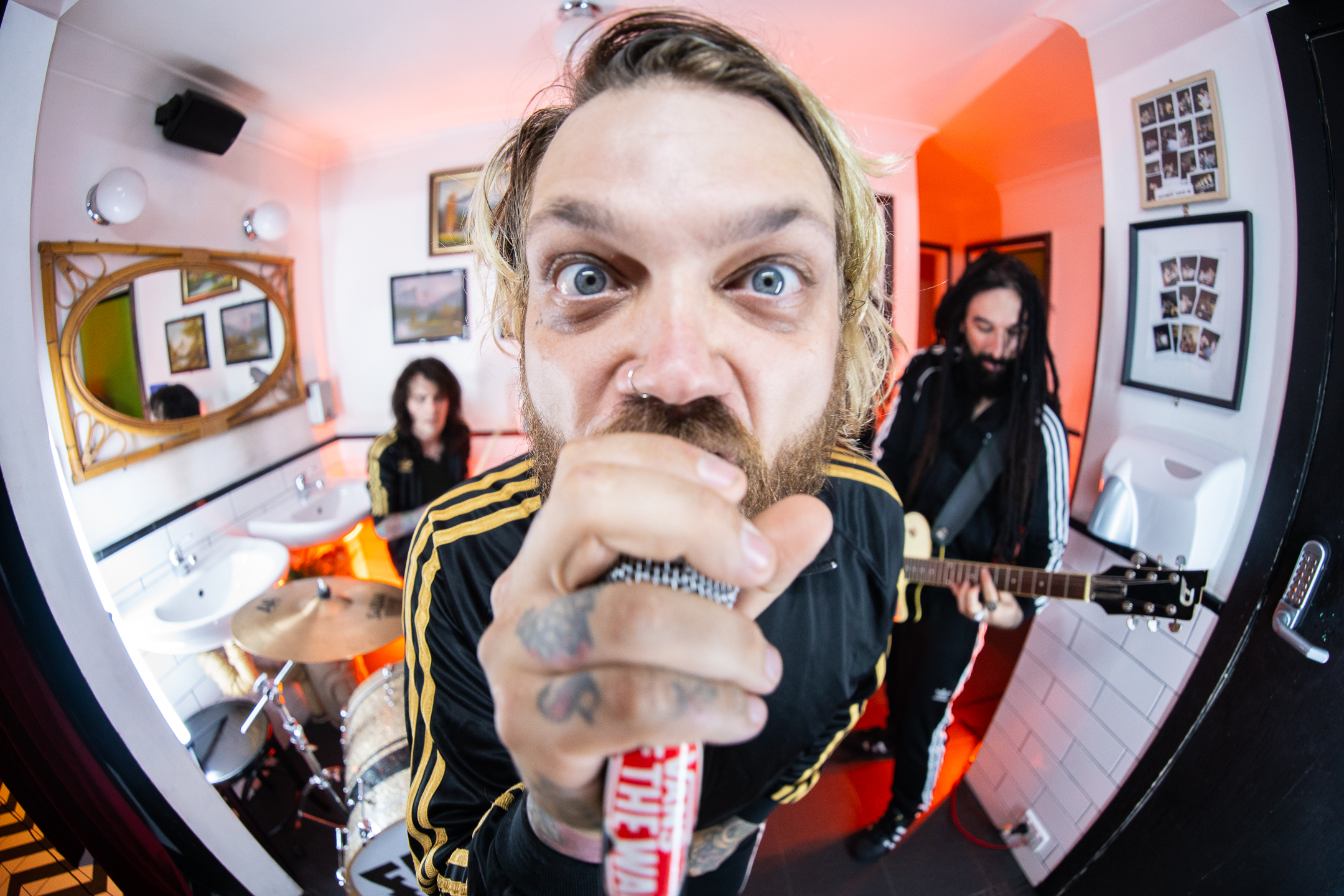 Go Behind The Scenes With Sydney's FANGZ On Their 'Falling Out' Video Shoot
